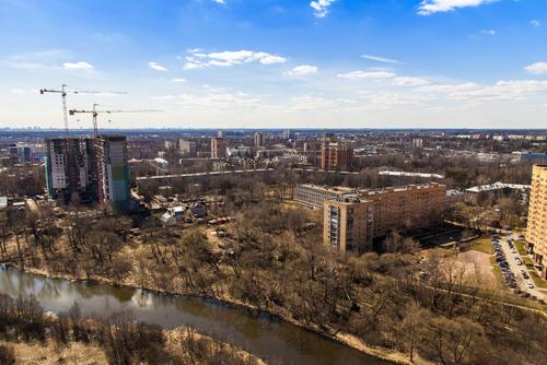 Какие конфликтные ситуации при продаже жилья требуют обращения к юристам